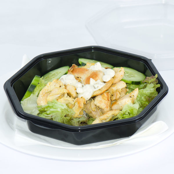 Insalata di pollo (Grüner Salat, Pouletgeschn, an einer Currysause, Cherry-Tomaten