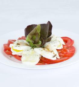 Insalata Caprese (Grüner Salat, Tomaten, Büffelmozzarella, Origano, Basilikum)